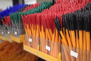 Stylos à bille, Stylos à encre gel, Stylos à plume et parures, Stylos feutre, Stylos multi-fonctions, Crayons à papier & porte-mines, Crayons graphites et spéciaux, Feutres, Marqueurs, Surligneurs, Craies, Recharges et cartouches, Effaceurs/réécriveurs, Correcteurs, Gommes, Taille-crayons